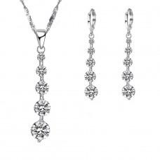Ezüst nyaklánc és fülbevaló szett lógó cirkónia köves medálokkal