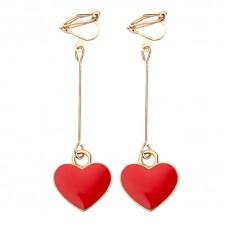 Piros szív medállal ékesített klipszes fülbevaló