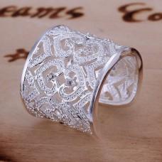 Széles gyűrű szív mintázattal ezüst futtatással