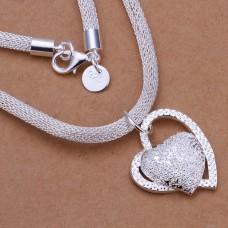 Gyönyörű nyaklánc szív medállal ezüst futtatással